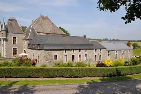 Chateau-ferme de Laval - Bastogne - Castle
