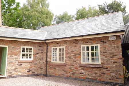 Cheshire Country Cottage - Malpas