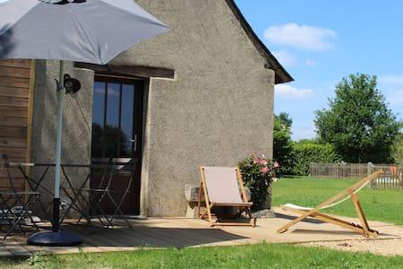 Calme et toute équipée avec piscine - Haus