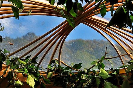 Eco Retreats Meadow Yurt - Machynlleth