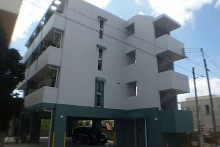 糸満市1K(301) ツインベッド 閑静な住宅街 駐車場無料 有線LANを繋げばインターネット無料 - 公寓