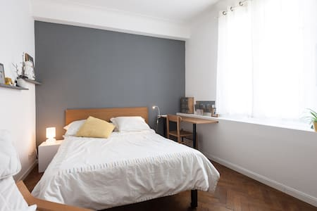 Nice, central, bright studio flat