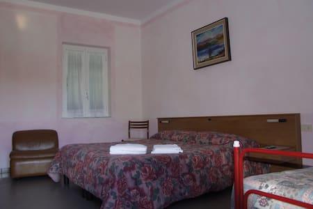 camere matrimoniali o triple - Bed & Breakfast