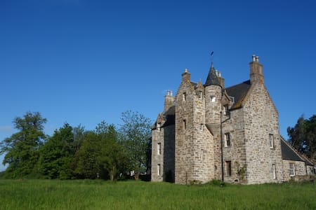 Illieston Castle, Edinburgh Airport - Kasteel