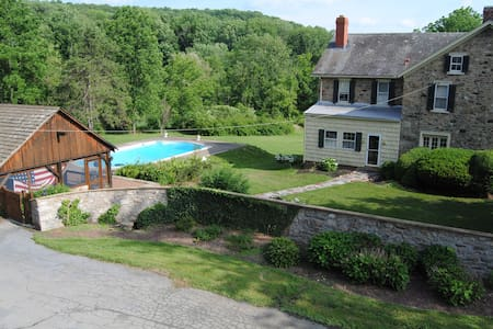 Historic Stone Home with pool and Cabana 5 Acres - Hus