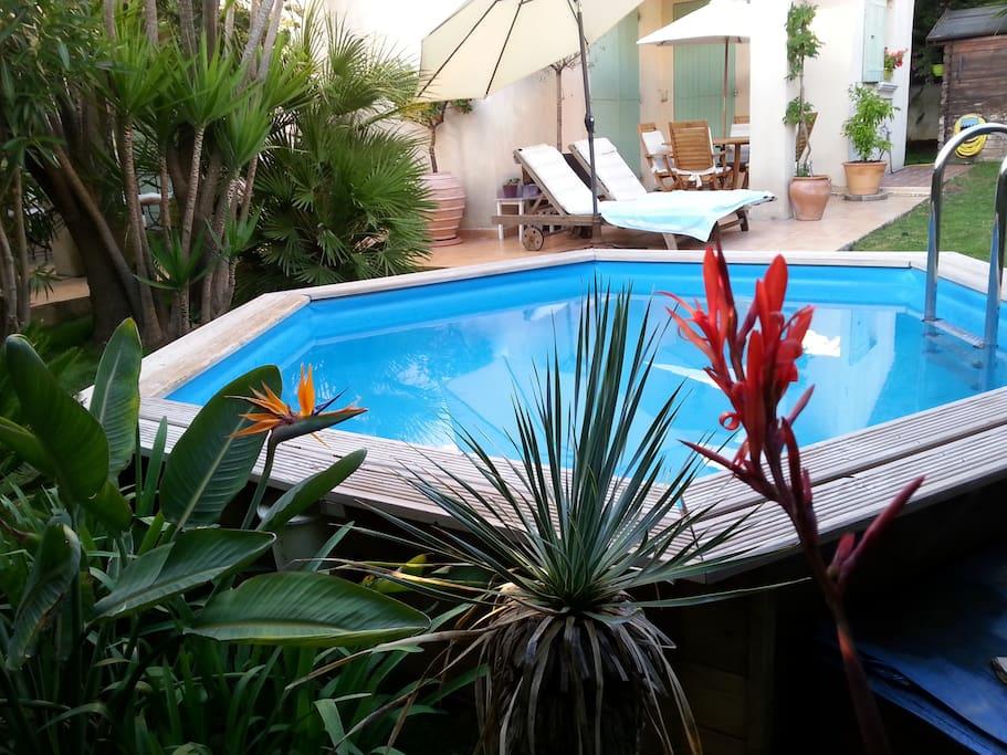 Villa trop zienne 127m2 piscine 3 ch plage 600m villas for Piscine teck semi enterree