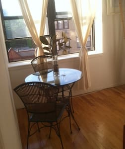 10 Minutes to Downtown! Sunny & Gorgeous - Apartment