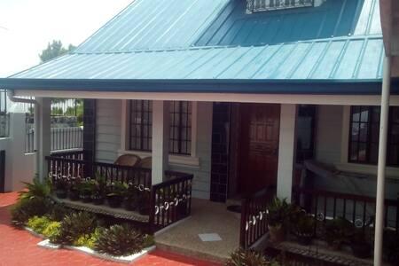 10com Travelers House