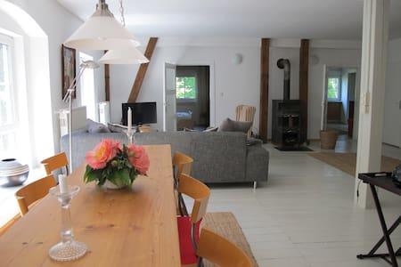 Große Ferienwohnung im Stall - Wardow - Lägenhet