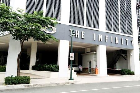 High in Bonifacio Global City - the Infinity Tower - Wohnung