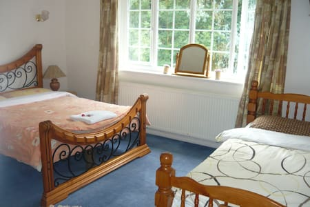 Lovely Clean Room for 1 person - Crawley
