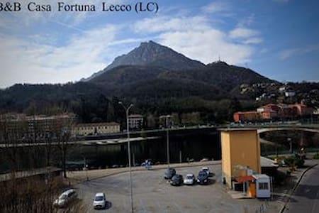 """b&b Casa Fortuna-Stanza """"Mela Verde - Lecco"""