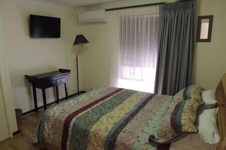 Grainger BnB -Pool Room & Breakfast - Mount Claremont - Bed & Breakfast