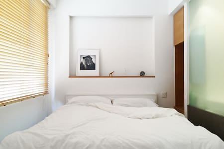 You could not be better located, step out of the flat and you're in the heart of Central which is full of art galleries, boutique shops, countless restaurant's and bars, massage spas etc. The flat is comfortable for you to relax when needed.