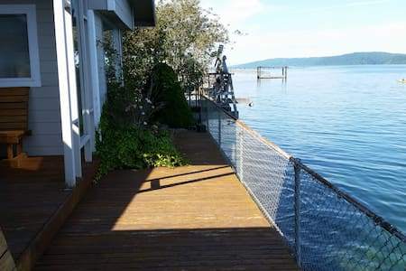 Hood Canal On-the-Water Getaway - Hoodsport - House