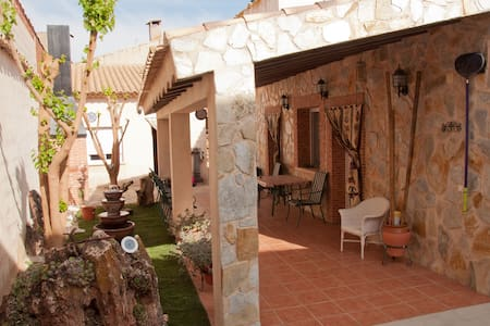 Casa,  jardín y piscina (la Mancha) - Santa María del Campo Rus - Rumah