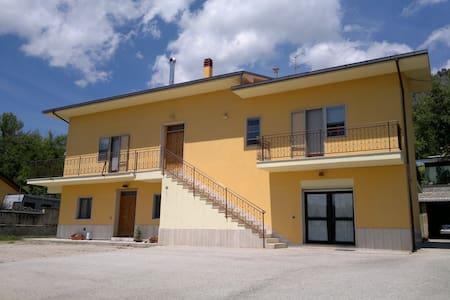 Appartamento in villa con parcheggi - L'Aquila