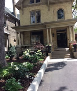 Great Downtown Location - London - House