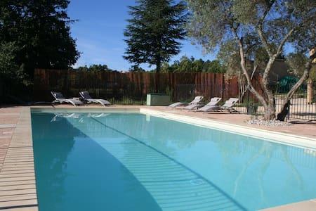 Villa, piscine et soleil... - Saint-Julien-de-Peyrolas