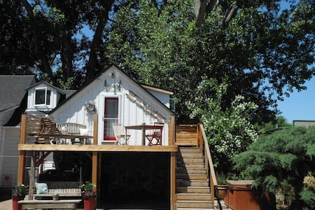 Tahoe COTTAGE with HOT tub, relax or explore! - Kabin