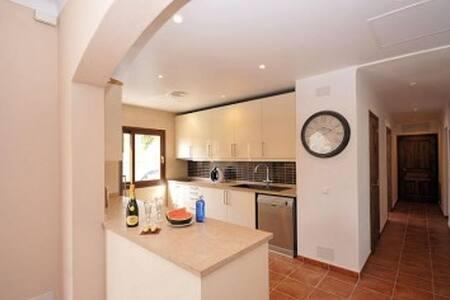 Villa located meters from the beach. - Palmanova - Villa