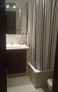 Habitación con baño privado - House