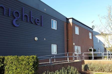 Nightel Hotel at Humberside Airport - Kirmington - Bed & Breakfast