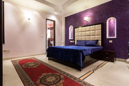 The Purple Orchid: Luxurious & Neat - New Delhi - Bed & Breakfast