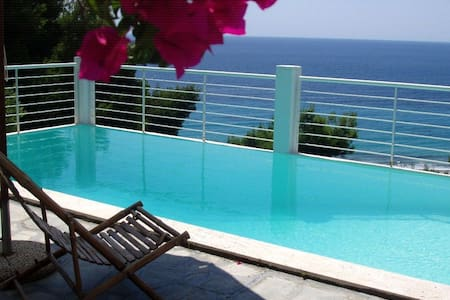 3 BD, Detached house, Sea view, Private pool - House