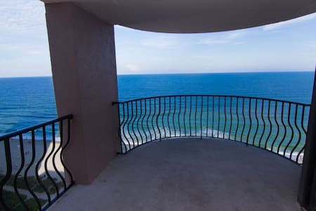 $63 a night - Direct Oceanfront Condo - 15th Floor - Condominium
