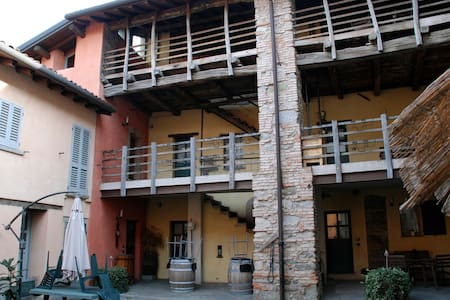 Grandma's Farm Teresa.THE LODGE between Como Milan - Anzano del Parco - Bed & Breakfast