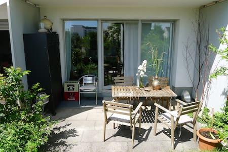 Bright little appartment, free parking!!! Garden! - Munic - Pis