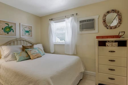 Sandpiper Nest - Fort Myers Beach - Apartment