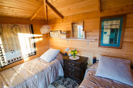 Rustic Cabin with outdoor toilet and shower - Waikino