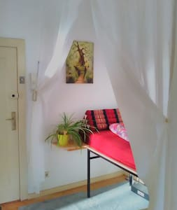 Cosy Place @ locals lifetime flat - Appartement