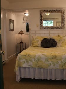 Cozy Room with private bath - Boothbay Harbor
