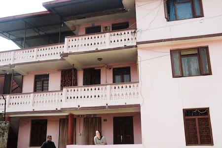 Season Home Stay  in Kathmandu - Kathmandu - Bed & Breakfast