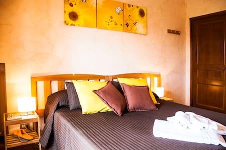 Sunflower Room (1-2 guest) - Bed & Breakfast