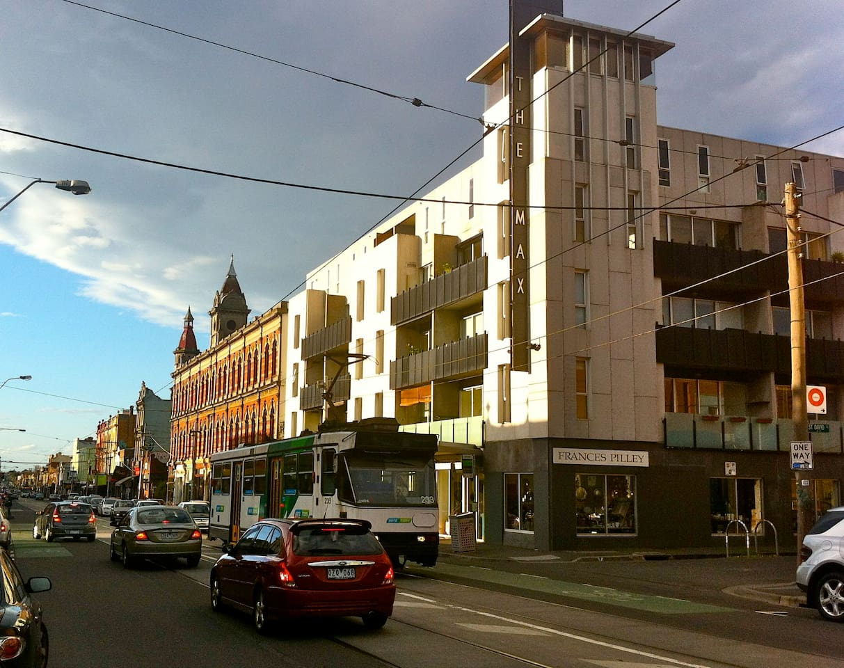 Brunswick street, cafes, shops, transport and minutes to Melbourne CBD