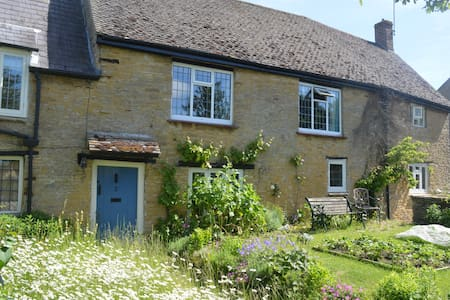 Historic country cottage  B&B - two private rooms - Aynho - Inap sarapan