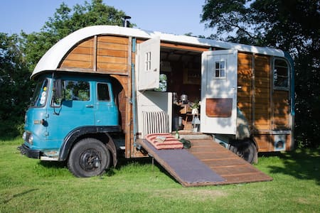 Cosy Converted Vintage Horse Box - Hut