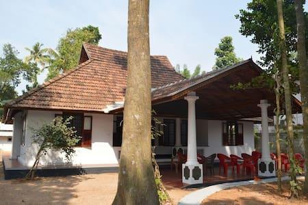Plackiel Tharavadu - Ev