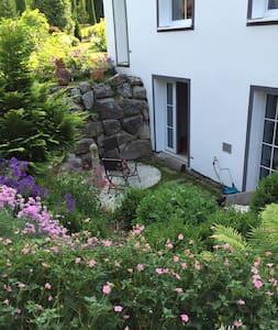 Souterrain-Whg.mit Garten und Sauna - Geretsried - Hus