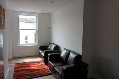 Dewsbury Town Centre Two Bed Apartments - Appartamento