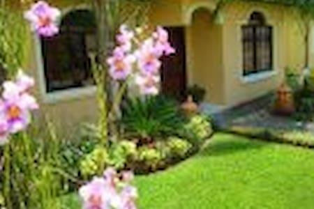 Casa cerca de montaña y rio. - San Pedro Sula
