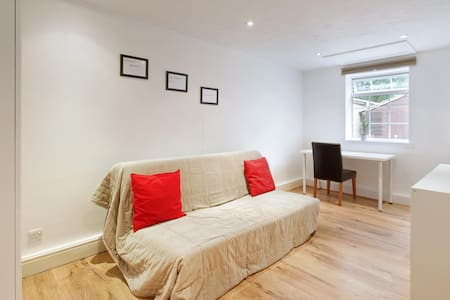 Walking distance to MK &The Bowl - Leadenhall - Apartment