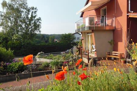 Gästezimmer am Stadtrand - Zweibrücken - Talo