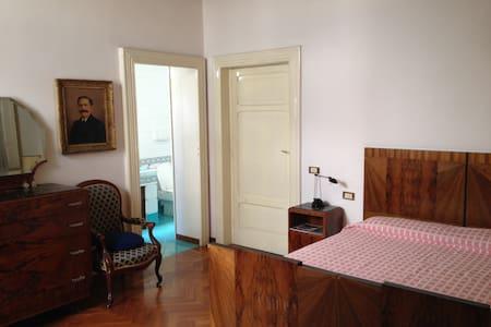 Ampia camera con bagno privato - Lägenhet