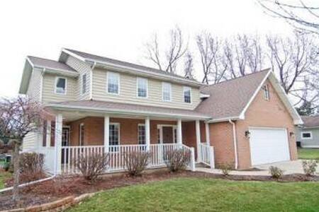 BEAUTIFUL HOME IN ST JOSEPH, MI - Saint Joseph - House
