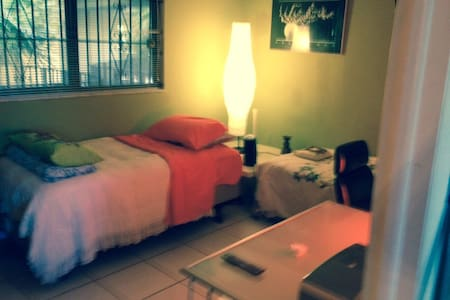 YOUR ROOM IN MIAMI - Fountainebleau - Lakás